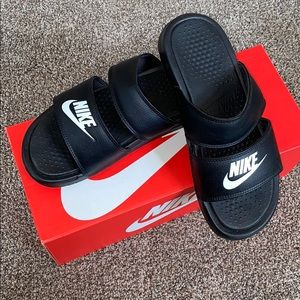 🚨🔥Nike Womens Duo Slides🔥🚨